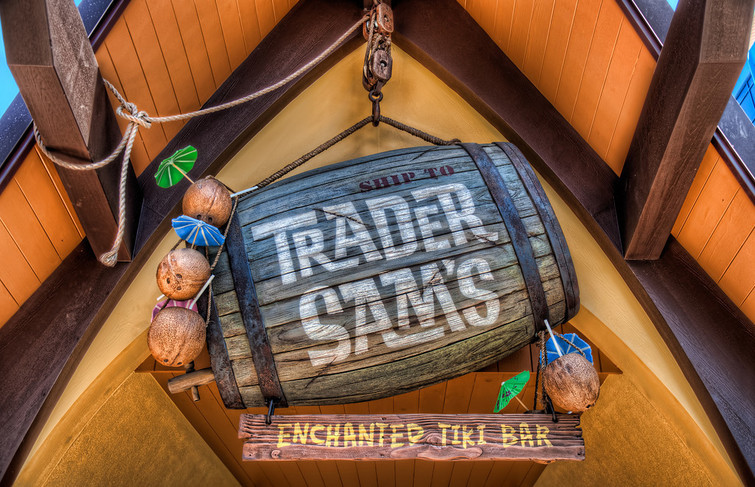 Disney Springs – Trader Sam's vs The Adventurers Club!!